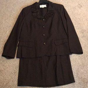 Loryn Hunter Skirt Suit Size 16